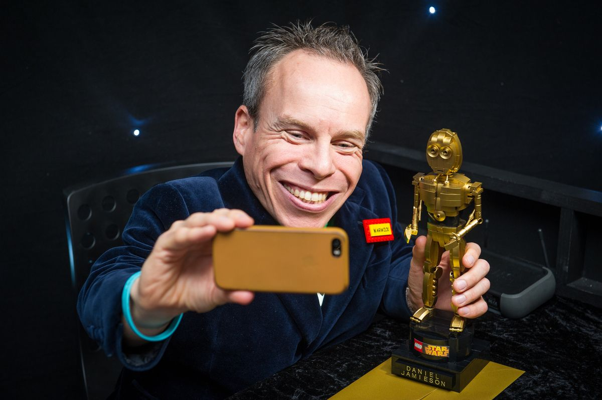 WARWICK DAVIS SCORES A 'WICKET' AT LEGO® STAR WARS 'OSCAR-STYLE' AWARDS!