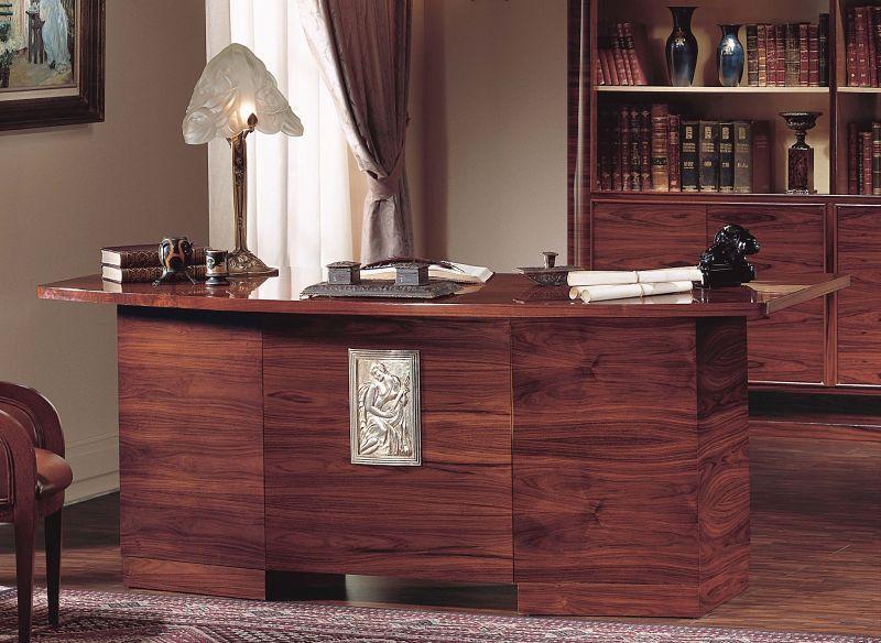 Meble do gabinetu z kolekcji Art Deco są wykonane z drzewa palisandrowego a wnętrza z sykomory oraz gałęzi z hebanu.