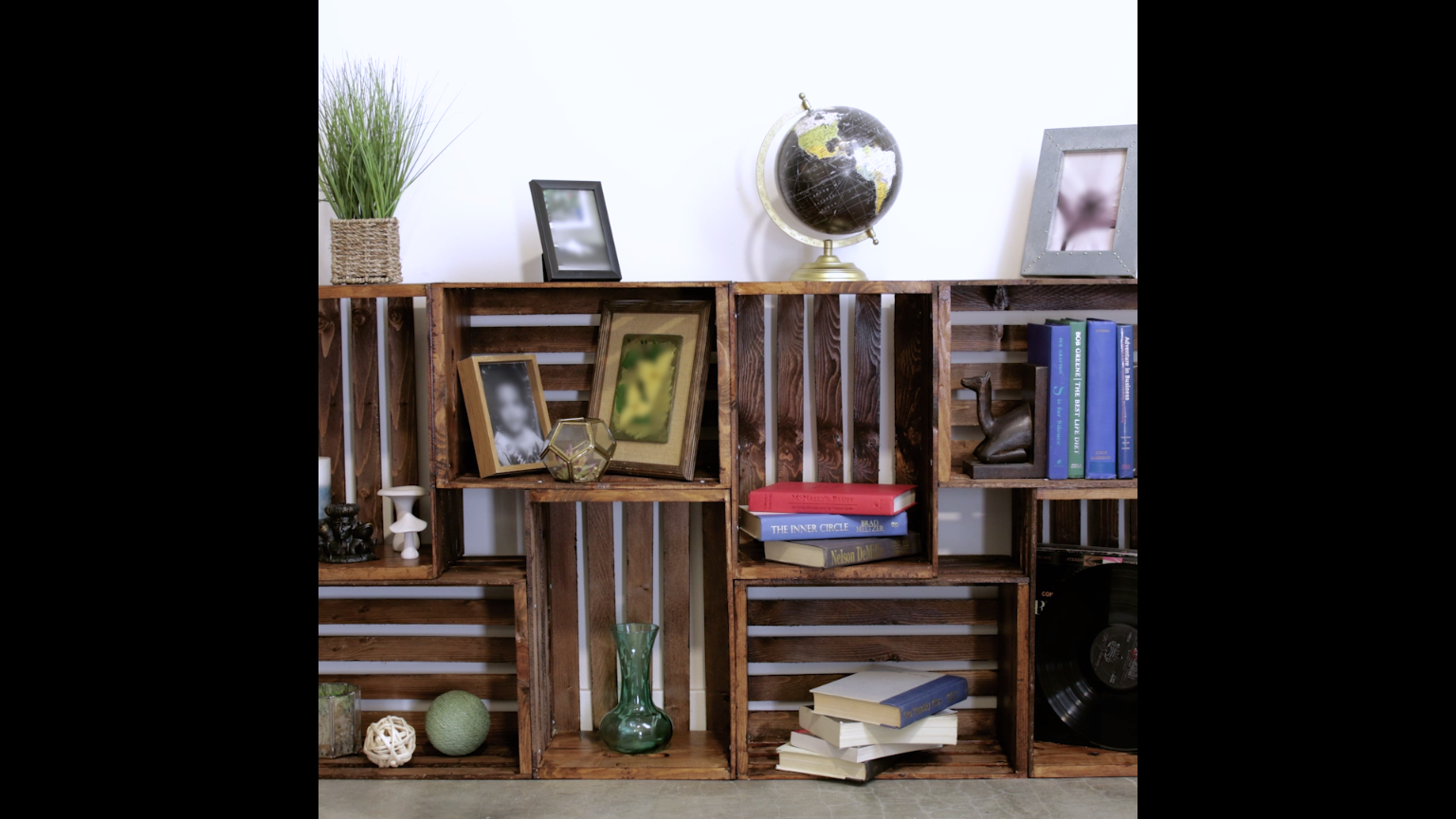Photo of Repurpose Old Wooden Crates With This Clever Bookshelf DIY