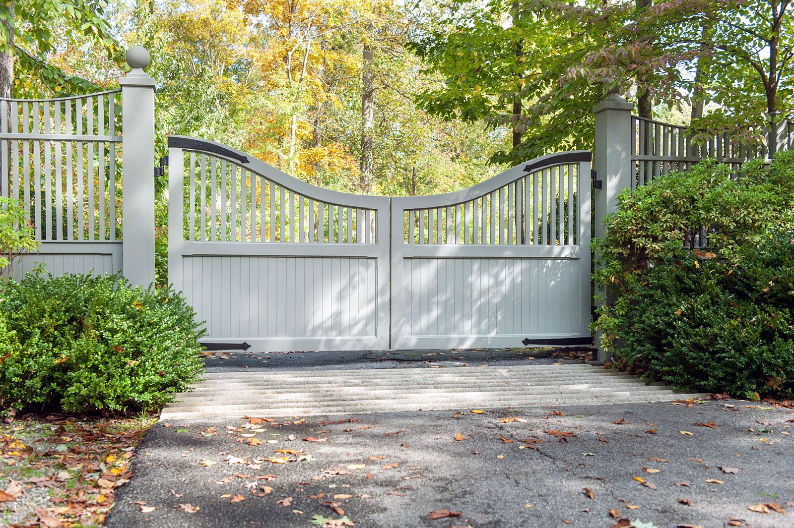 Nice Updated Classic Design For A White Wood Driveway Gate On A More Narrow Entryway Designed And Installed By Driveway Gate Wooden Gates Driveway Farm Gate
