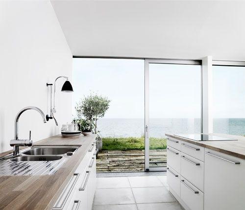 Danish Home Design Ideas: Kitchen Minimal Con Vistas. Ver Idea Iluminacion