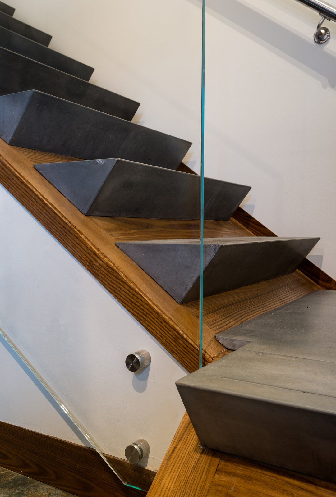 taphouse by grid treppe stiegen und estrich. Black Bedroom Furniture Sets. Home Design Ideas