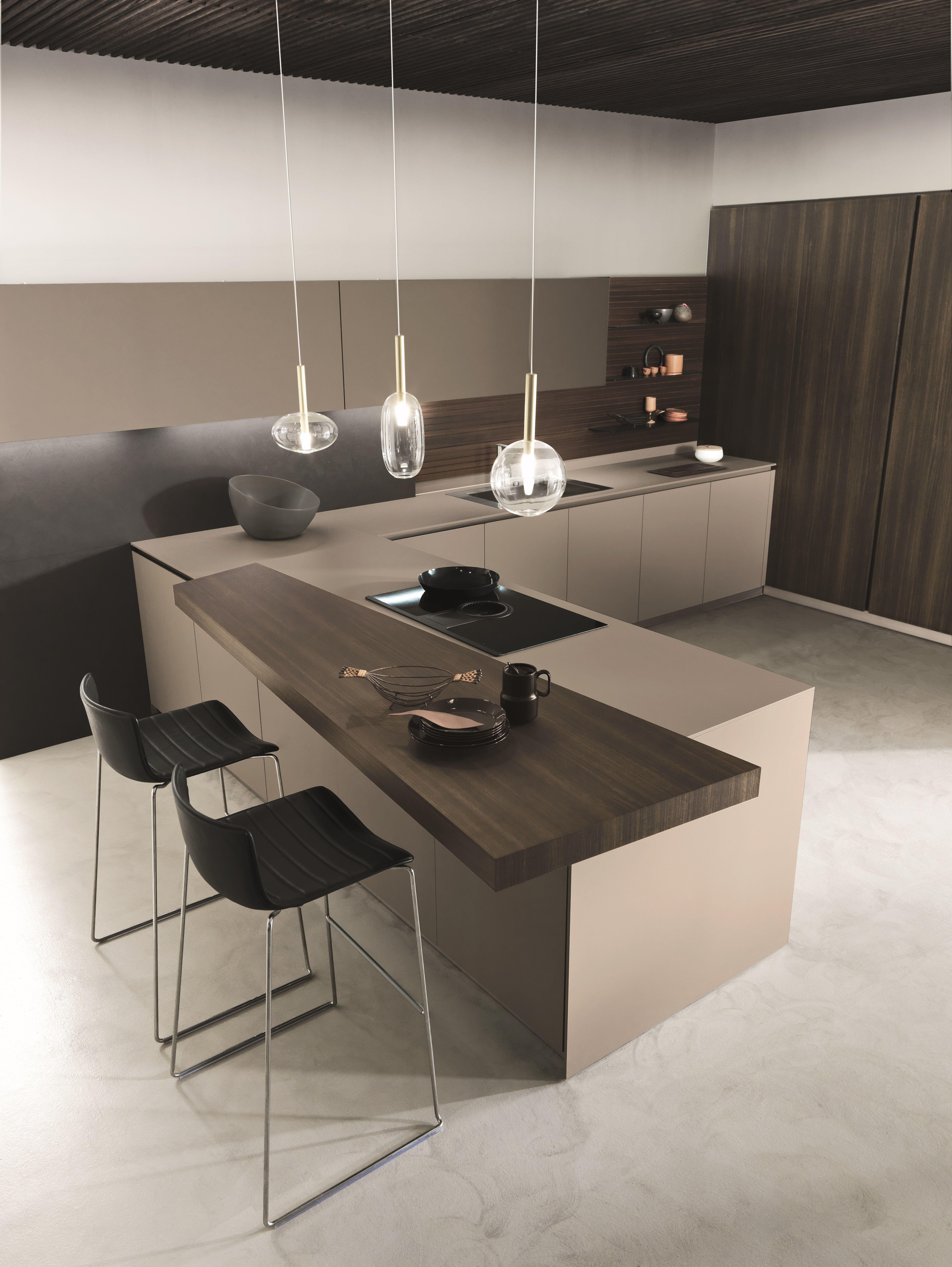 Bright And Modern Italian Kitchen In 2020 Contemporary Kitchen Kitchen Design Trends White Modern Kitchen