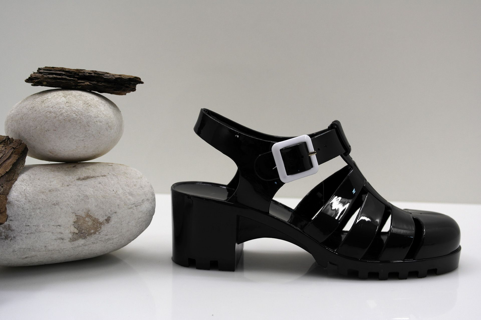 ea951f4794f ... Jelly Platform Sandals por Alexandra Sousa. Visitar