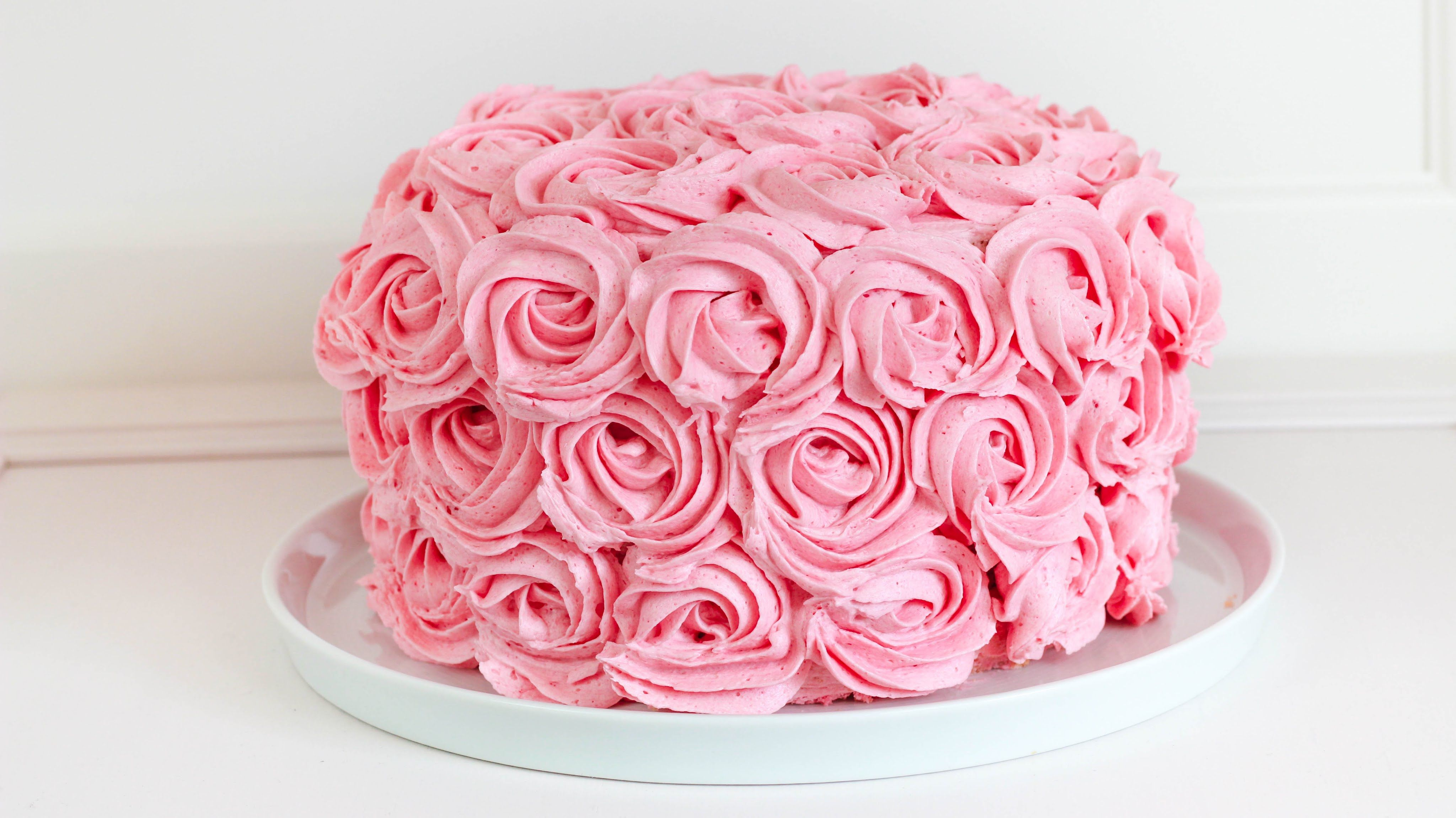 Rosentorte mit Erdbeeren und Himbeeren  Buttercreme Rosen