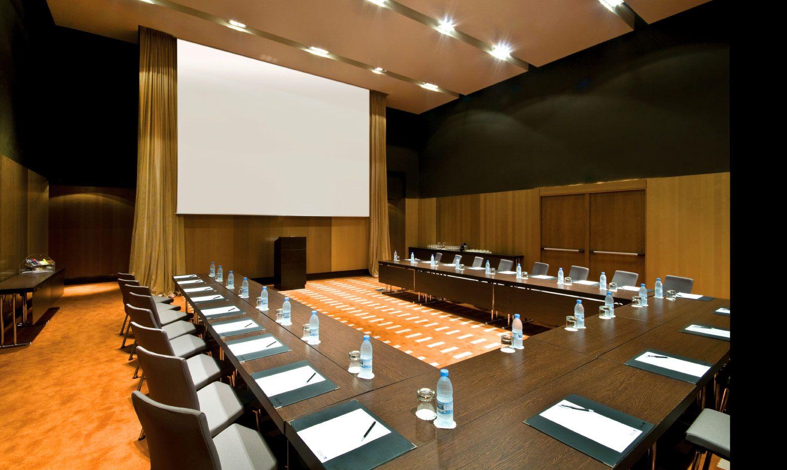 Meeting Room Capacity – Radisson Blu Hotel Dakar | ARCHIMOVER ...