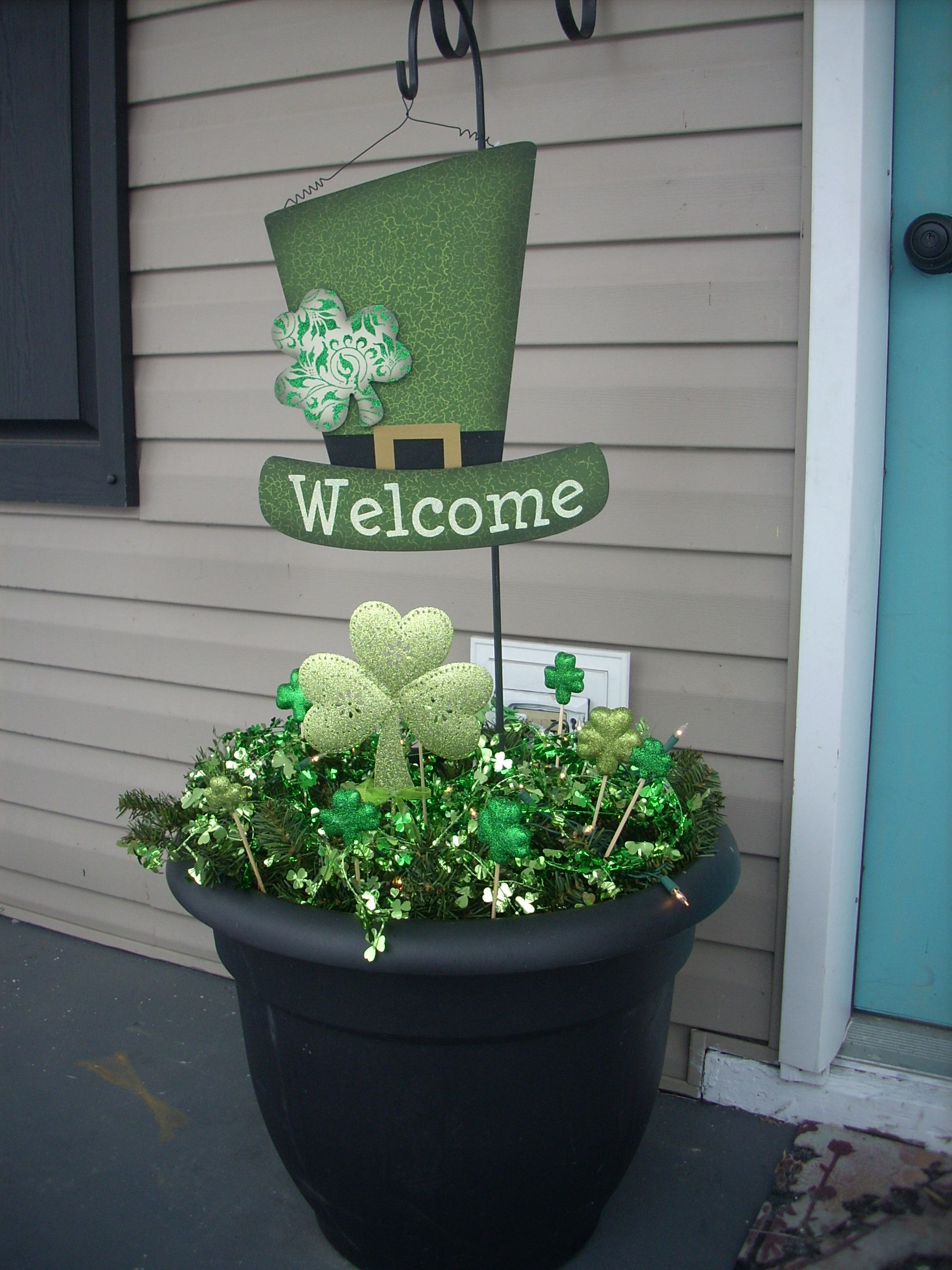 6600f525 St patricks Day porch decoration I made. Made by Cumberland Wreaths ...