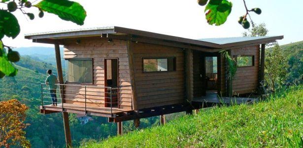 Maisonnette en bois sur pilotis sur une colline verdoyante au br sil architecture small - Construire maisonnette en bois ...