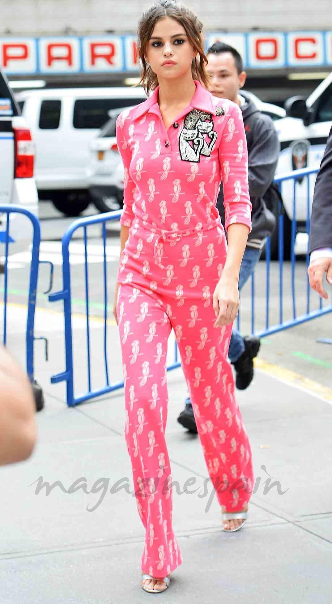 c3f8def72 Selena Gómez se apunta a la moda del pijama   Selena Gomez   Selena ...
