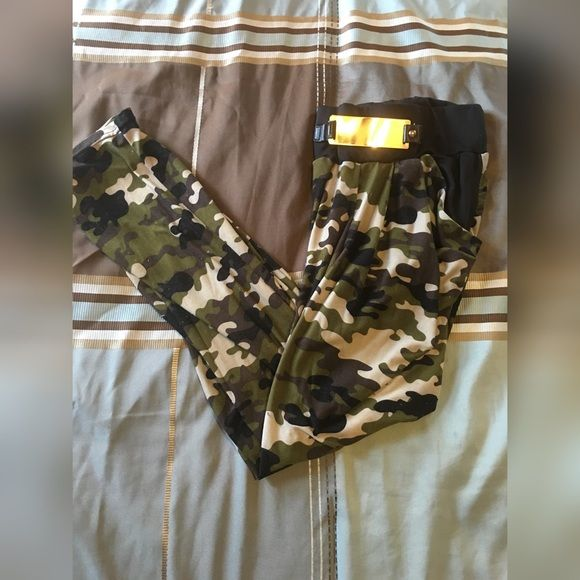 ❌SOLD❌Camo soft sweat pants  Wore a couple times  Good condition Stretch gold belt around waist  A little wear and tear on the gold belt Fits like a medium/Large Pants