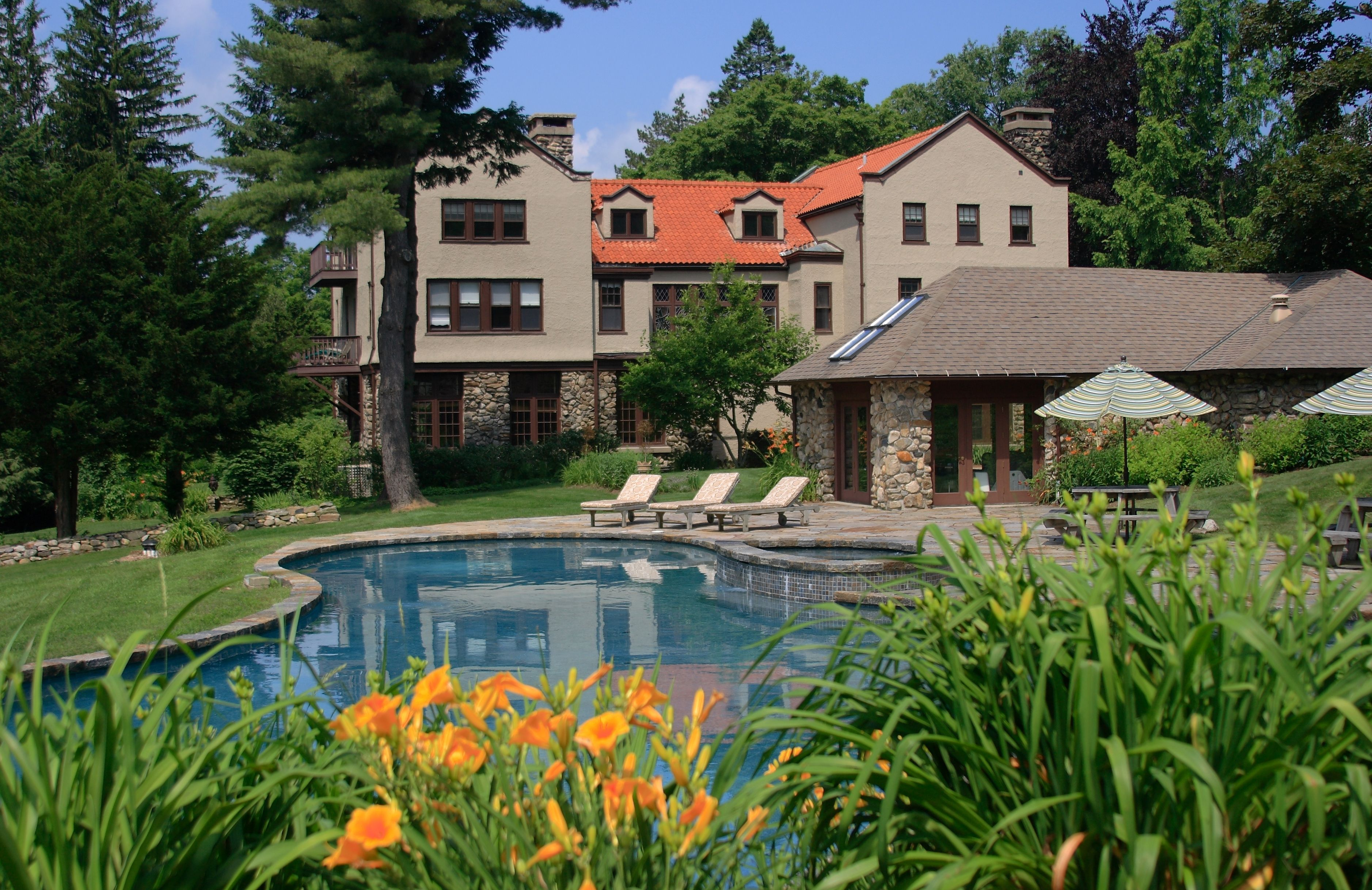 Rock Hall Luxe Lodging 19 Rock Hall Rd., Colebrook, CT