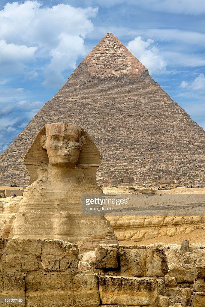Foto de stock : Gran Esfinge en Giza contra la gran pirámide de Giza ...