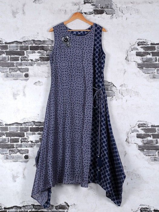 Shop Printed designer kurti in grey silk online from G3fashion India. Brand - G3, Product code - G3-WKU0471, Price - 3990, Color - Grey, Fabric - Cotton,