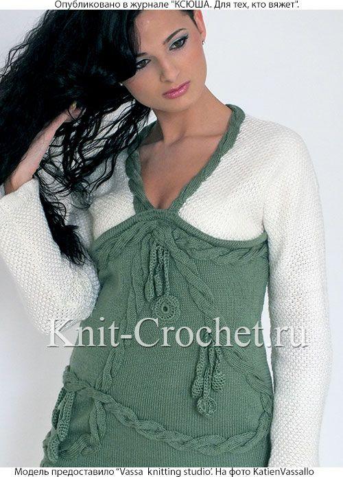 Женский пуловер и брюки размера 44-46, связанные на спицах.