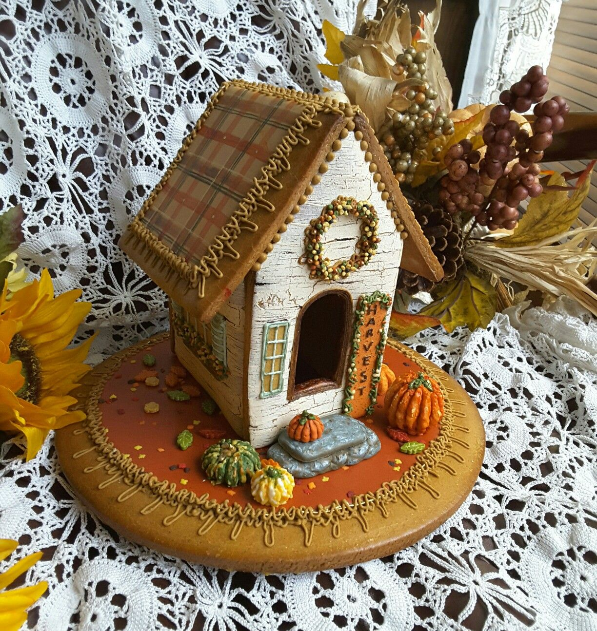 GINGERBREAD HOUSE~ Fall Harvest gingerbread house Gingerbread - halloween houses decorated