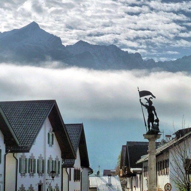 Am Floriansplatz in Partenkirchen, blick zum Wettersteingebirge mit der Alpspitze [31/10/13] #nature_obsession_seasons #bd #bdphotoshare #ig_deutschland #bpd_ #jj_daily #live_planet #cool_capture #pro_shots_ #colorindooinstagram #ig_europe #world_shotz #igworldclub #magic_photography #mybest_shot #hdr_pics #super_shotz #special_shots #big_shotz #around_theworld #nature_perfection #garmisch #partenkirchen #Padgram