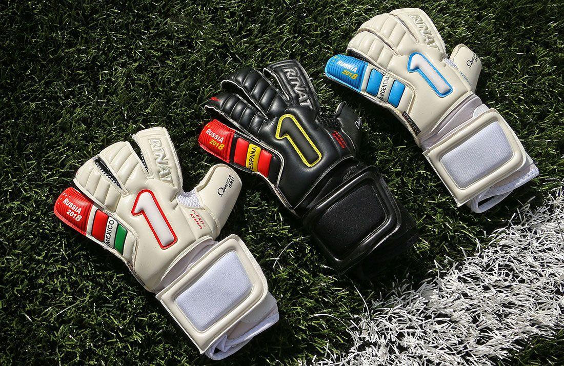 lowest price 5cb0a 6ee2d Estos guantes de portero pertenecen a la colección que ha diseñado la marca  mexicana Rinat para