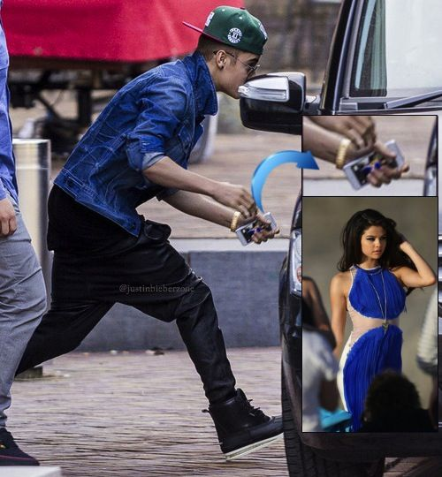 Aww Justin Bieber S Iphone Wallpaper Is Selena Gomez Selena Gomez Justin Bieber