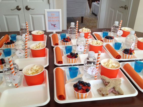 http://www.prettymyparty.com/wp-content/uploads/2014/03/boys-plane-themed-party-food-ideas.jpg: