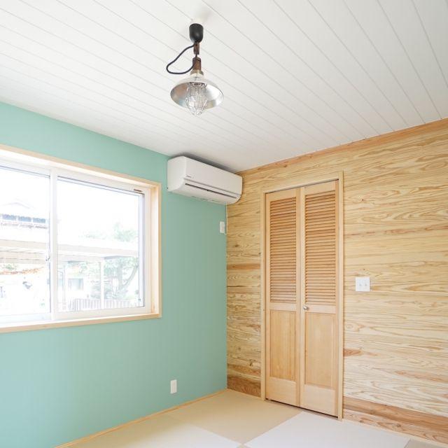 和室 後藤照明 ペンキ塗り ルーバー扉 畳 などのインテリア実例