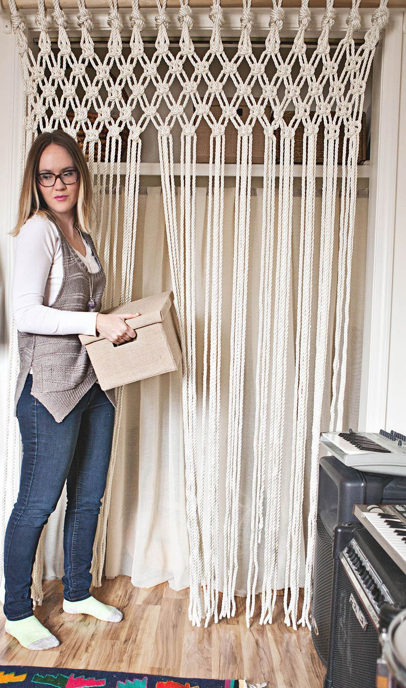 Make Your Own Macrame Curtain A Beautiful Mess Macrame Curtain Macrame Projects Macrame - Makramee Vorhang Selbst Machen
