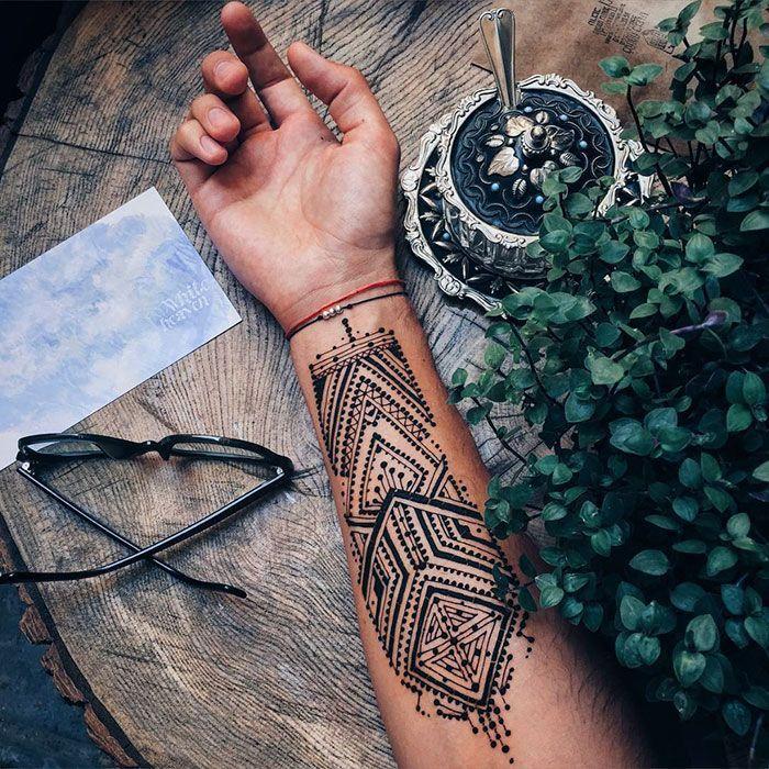 menna trend beweist dass auch m nner henna tragen k nnen hennas tattoo and mehendi. Black Bedroom Furniture Sets. Home Design Ideas