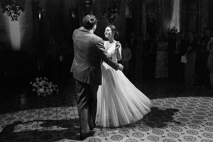 Hochzeitstanz Photography Schnsten Victoria Lieder Phipps Diehochzeitstanz Die Schonsten Lieder Lieder Hochze Wedding Pictures Wedding Wedding Dresses