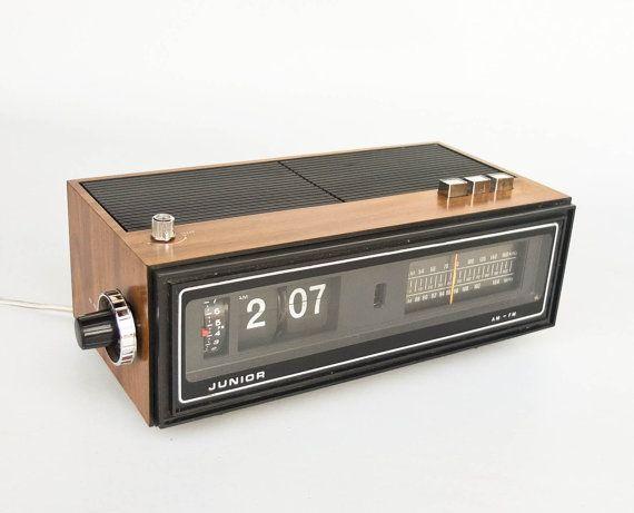 Vintage Flip Clock Alarm Radio, Retro Radio Alarm Clock