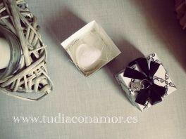 Corazón de jabón en blanco y negro <3 - fotografía de Tu día Con Amor -