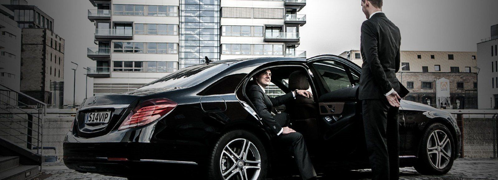There Are Number F Companies That Are Offering The Chauffeur Service London To Their Most Demanding Cust Town Car Service Black Car Service Airport Car Service