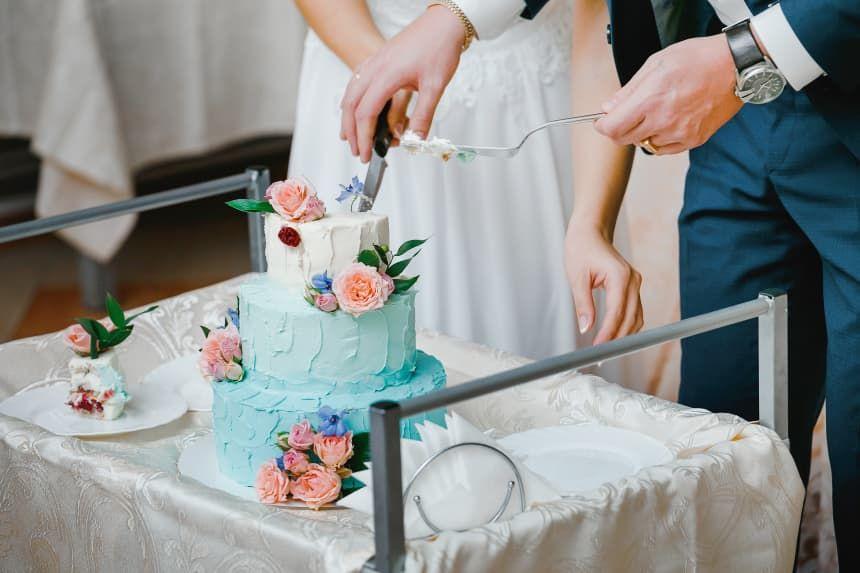 Pin On How To Cut Your Wedding Cake