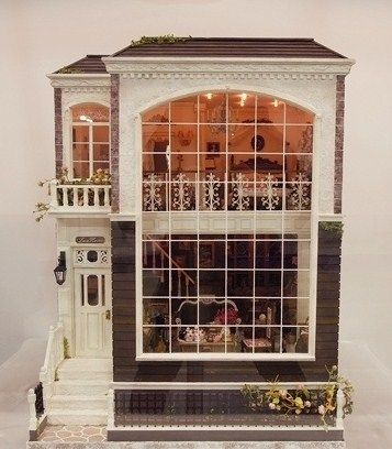 Love the huge windows on this dollhouse!