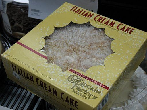 Love The Cheesecake Factory S Italian Cream Cake Sweets