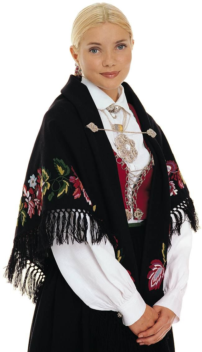Folk dress from Vest-Agder, Norway | Kvinnedrakt fra Vest-Agder, Rynkestakk og Plissestakk