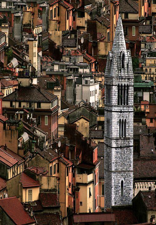 "travelingcolors:    Is it not amazing? It's such a beautiful prespective.  beconinriot:    Camillo diBì ()""Capricci: Verticlonazioni""Carrara Toscana, Italia"