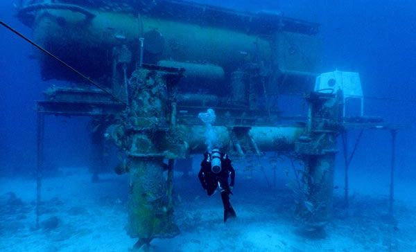 Aquarius Is An Underwater Research Station That Allows A Small Number Of Marine Biologists To Live Underwater For Up T Underwater Underwater World Underwater Sea