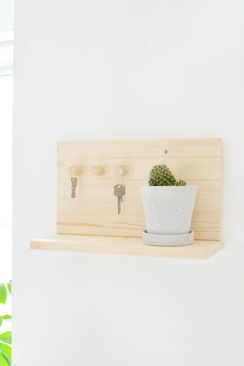 Colgador de Llaves para Pared en Madera Color Naturales Wall Key Holder Dog Design Estante para Llaves Organizador Colocar Llaves con 2 Ganchos Forma de casa con Figura de Perro