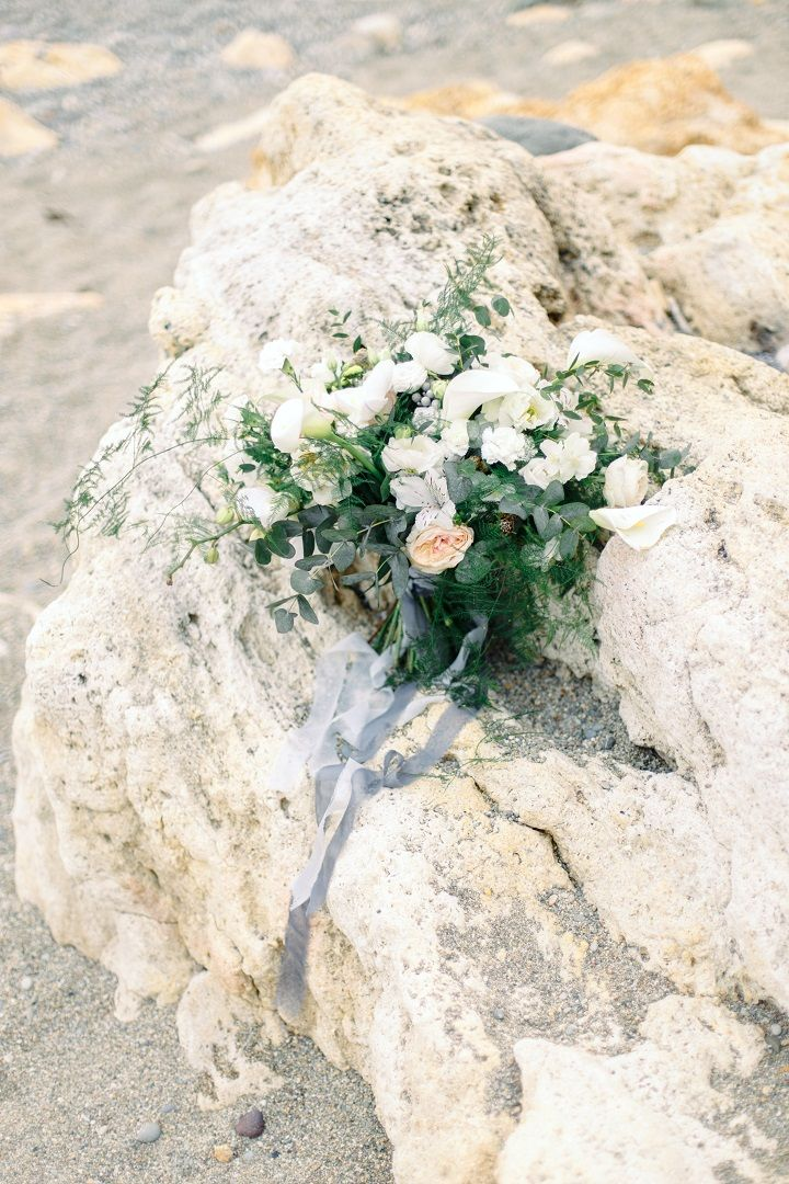 white and green wrapped with blue grey ribbon for beach wedding | fabmood.com #weddingideas #beachwedding #bouquet #beachbouquet #bridalbouquet