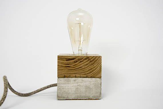 Cubetto binomio lampe de table et de bureau en béton et bois prêt