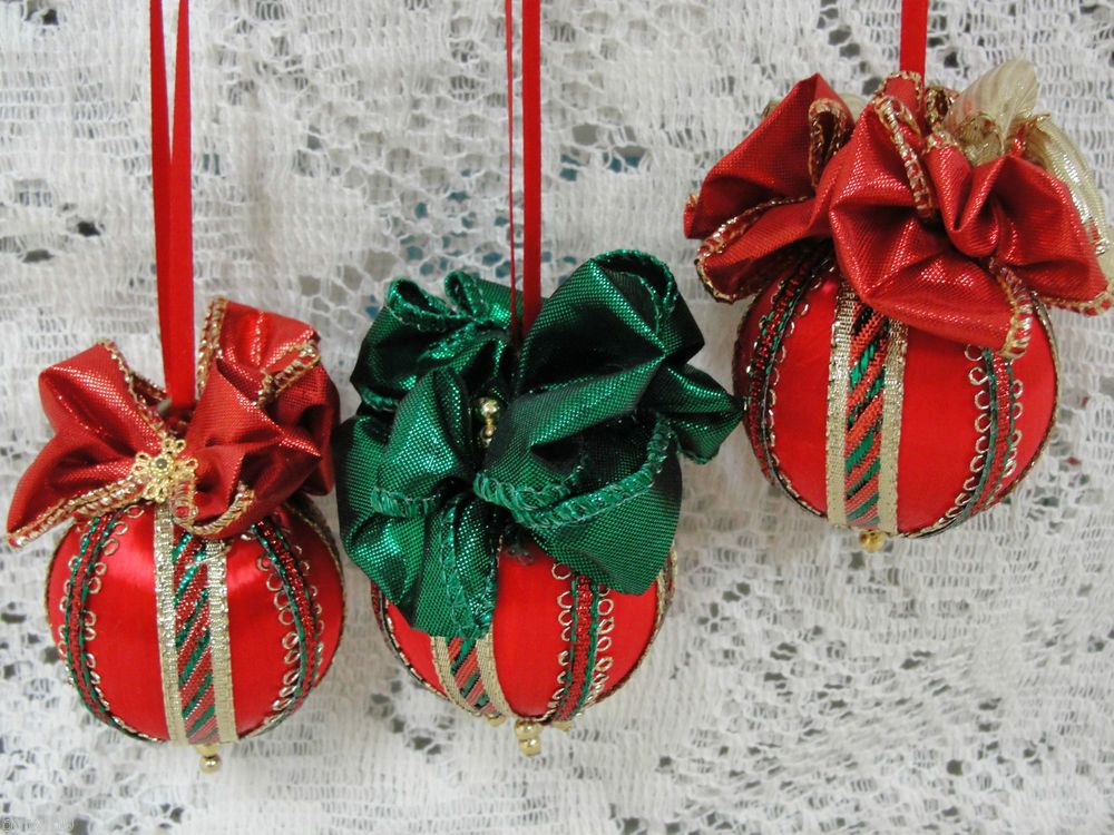 Handmade Beaded Christmas Tree Ornaments Set of 3 Red  Green  Gold
