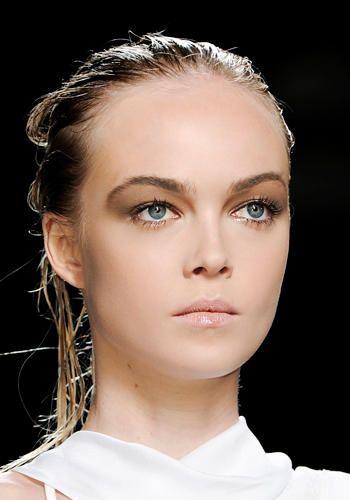 Trend capelli effetto bagnato helmut lang sfilata primavera estate 2012 hairstyle pinterest - Capelli effetto bagnato ...