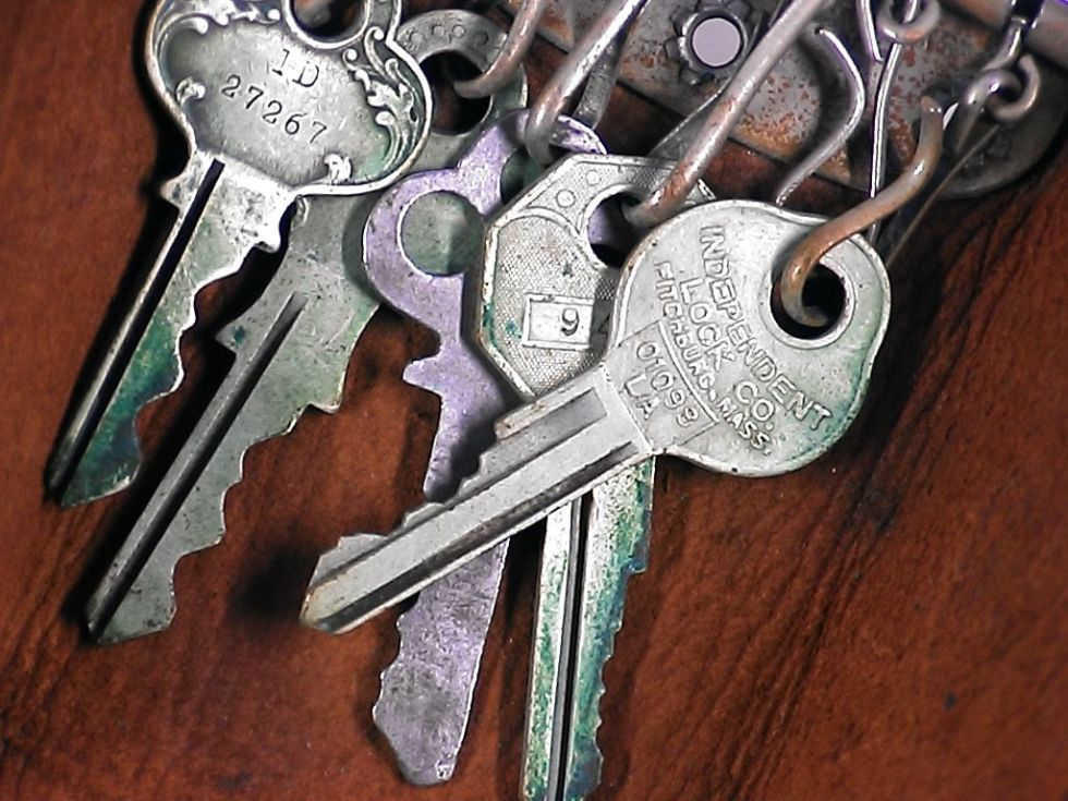 Old keys can pile up quickly in drawers and lead to confusion.