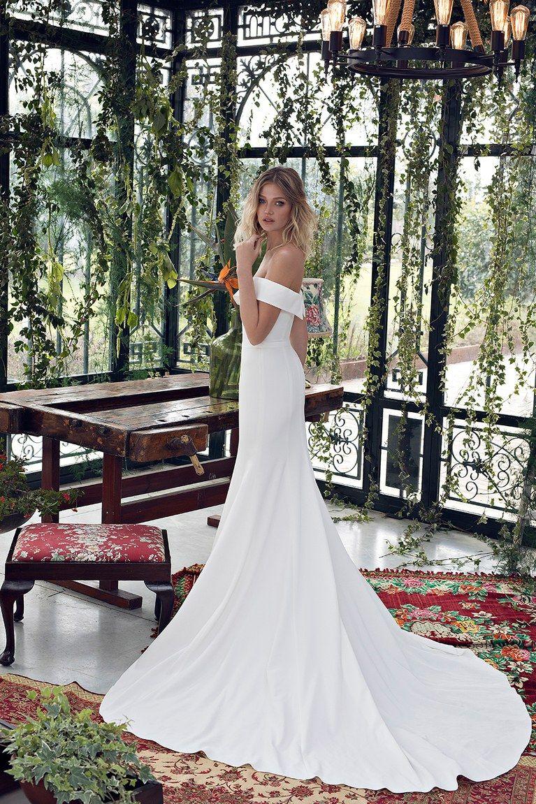 Bridal Fashion Week Celebrity Wedding Dresses Wedding Dresses Wedding Dress Guide [ 1151 x 767 Pixel ]