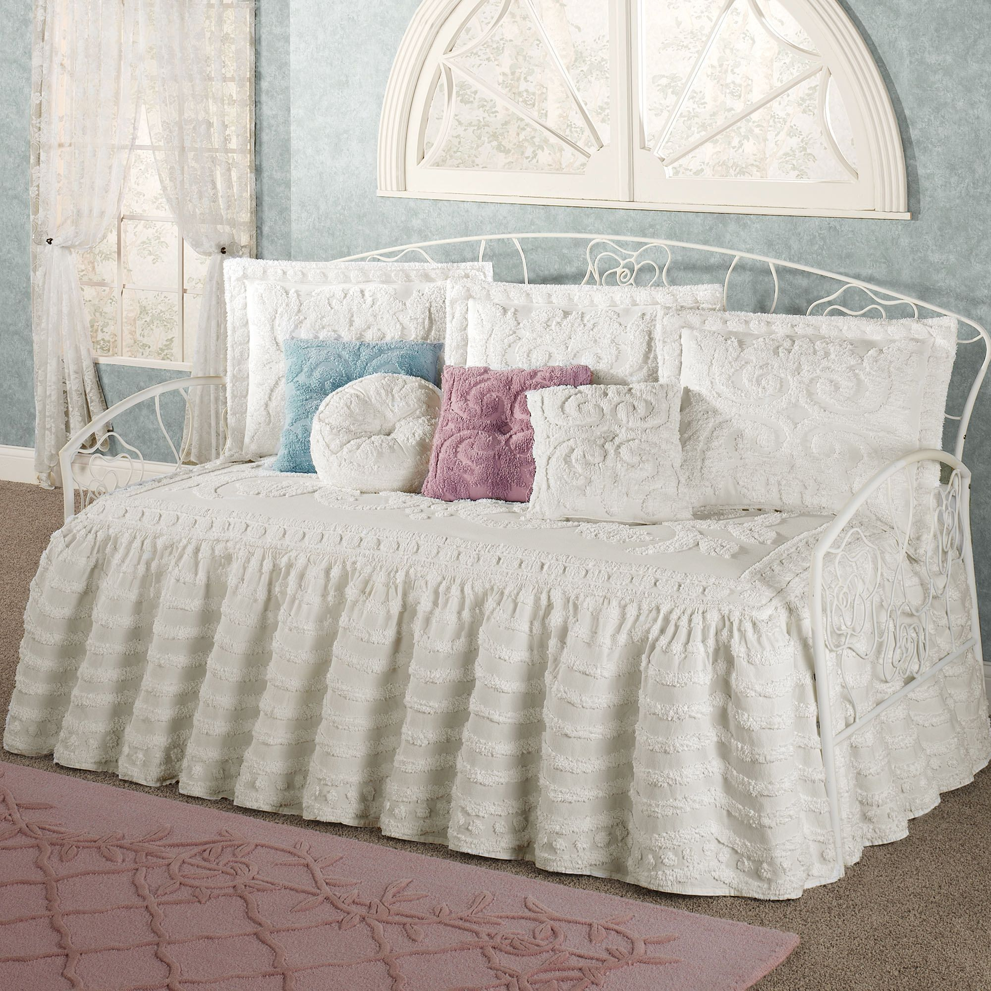 Interesting Ruffled Daybed Bedding Set With White Cushions