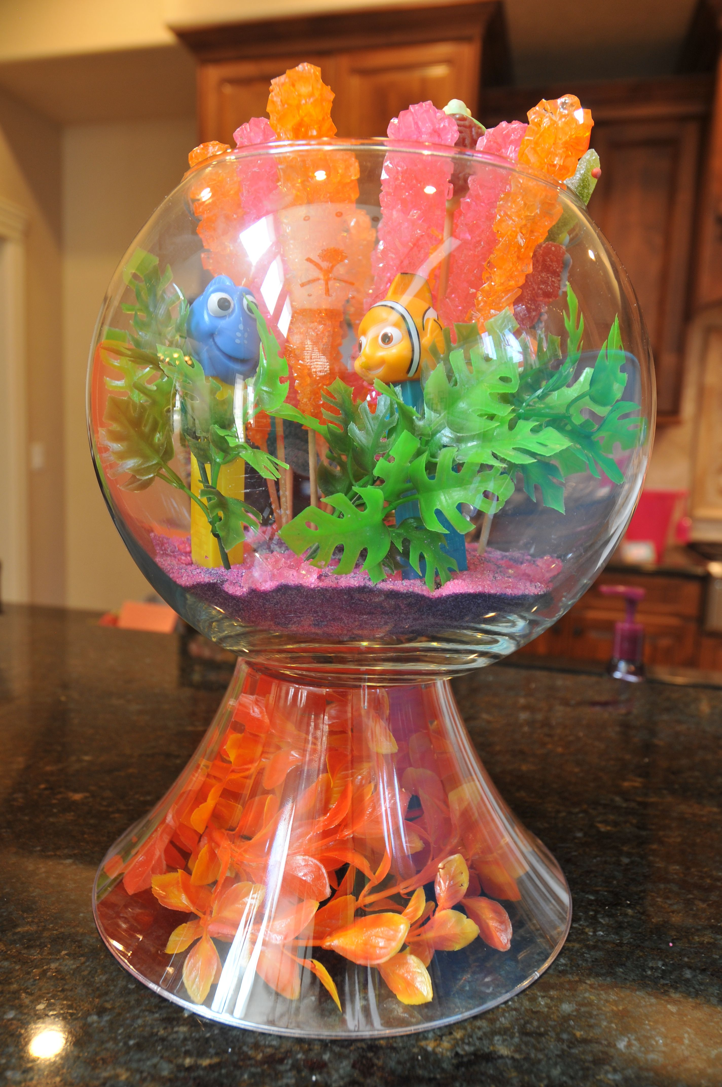 finding nemo baby shower fish bowl decoration disney finding nemo themed baby shower. Black Bedroom Furniture Sets. Home Design Ideas