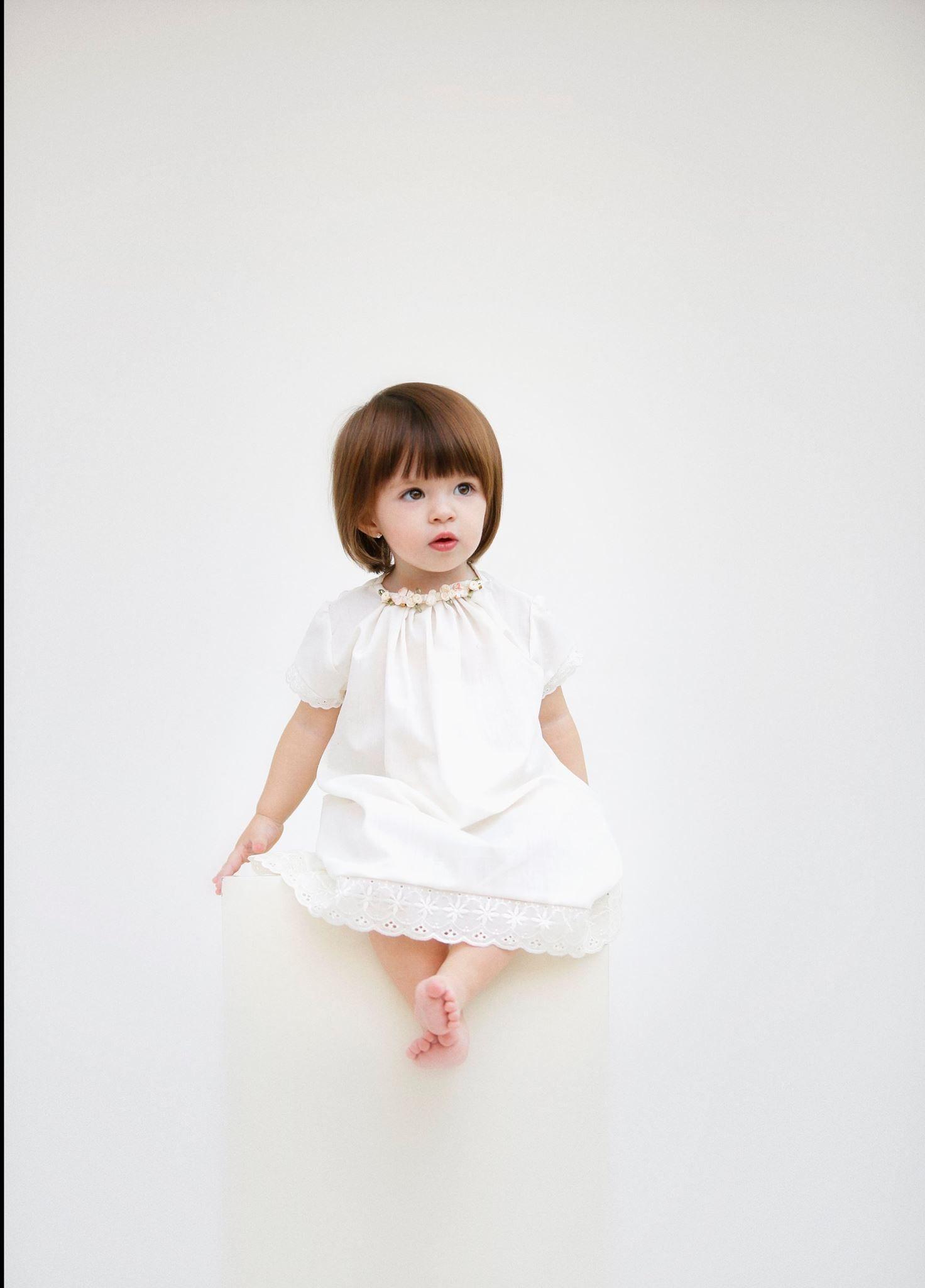 Little girl white dress simple girly petit kids little fashionista