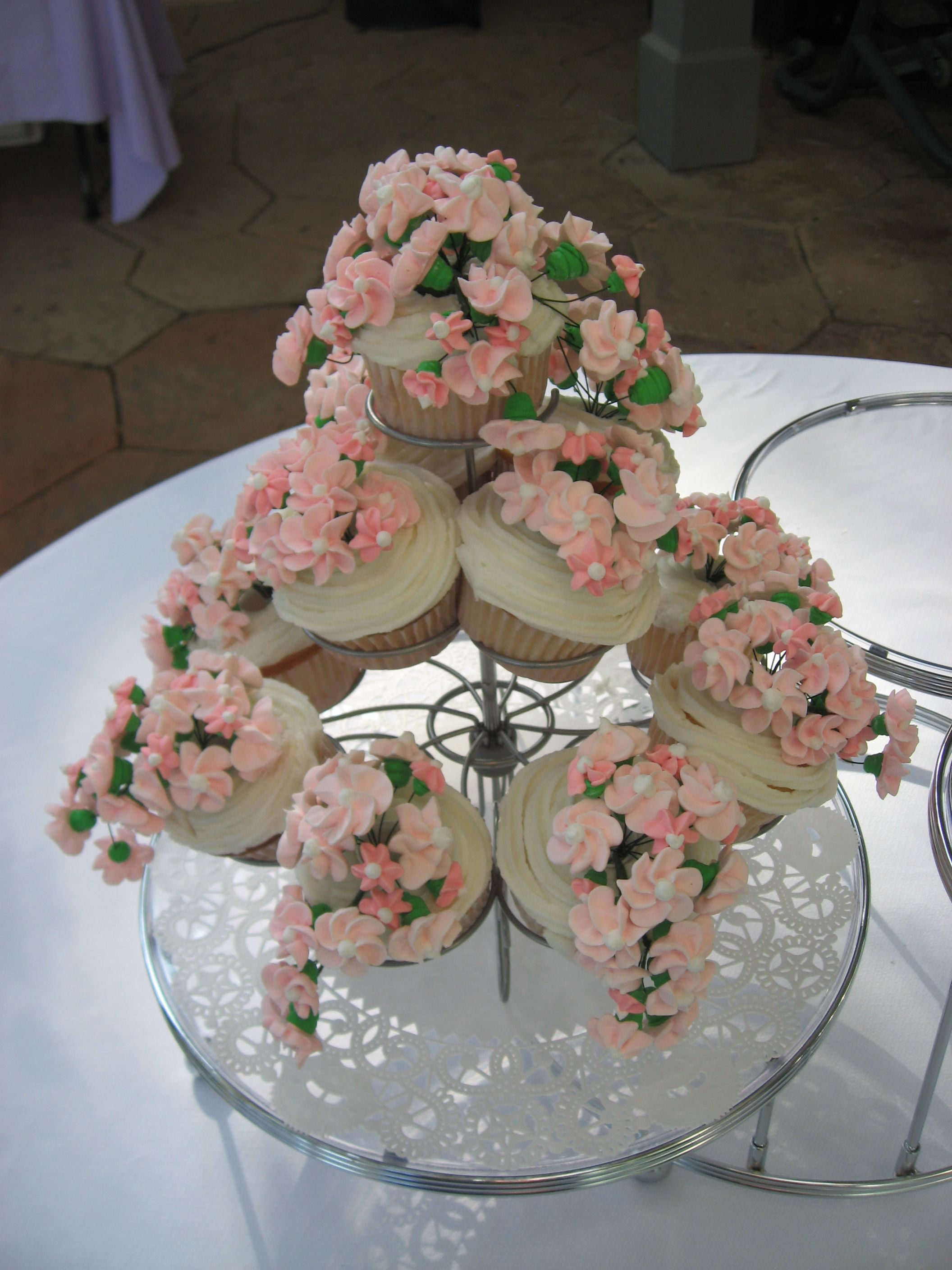 Bridal shower cupcakes cakes cookies pinterest for Wedding shower cupcakes