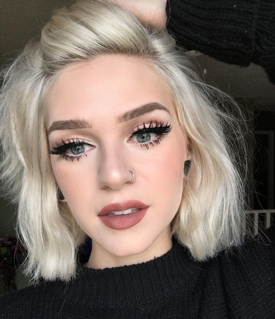 Maquillaje para pelo corto rubio