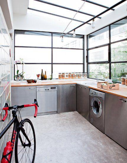 Une cuisine fonctionnelle en béton. Marie Claire Maison