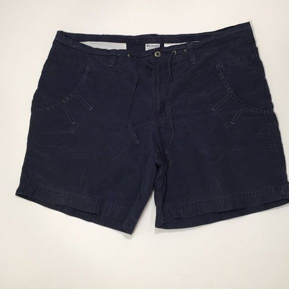 Women's Columbia Navy blue shorts w/ drawstring Women's Columbia Navy blue shorts w/ drawstring.   Save 10% on 2 or more Sorry, no trades Thanks for shopping in our closet Columbia Shorts